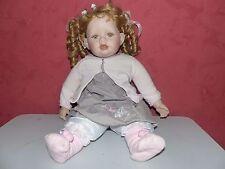 poupée des année 80 tête et mains en porcelaine corps en tissus haut 50 cm