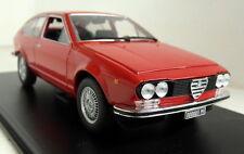 ATLAS Scala 1/24 ALFA ROMEO ALFETTA GT 1.8 1974 + Custodia di visualizzazione Modello Diecast Auto