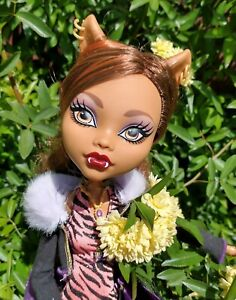 """Large """" Monster High Frightfully Tall Ghouls Clawdeen Wolf Doll 17"""" Big size"""