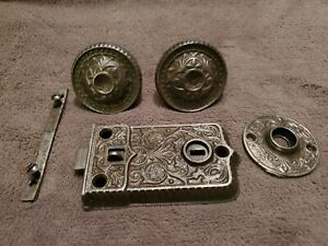 ANTIQUE ORNATE MATCHING SET OF METAL DOOR KNOBS WITH SHAFT ~ LOCK & ESCUTCHEON