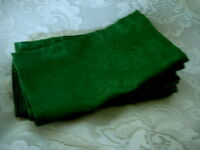 Beautiful Set of 6 Teal / Green Grapes & Leaves Damask NO IRON Dinner Napkins