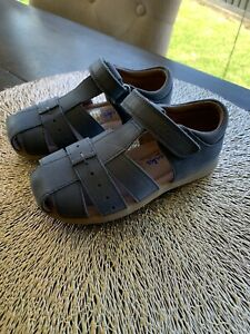 CLARKS Boys Toddlers Blue Leather Sandals Size 8