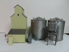 HO scale Walthers cornerstone elevator w/ grain bins & other parts