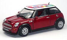 NUOVO: MINI COOPER S modello da collezione 1:28 ROSSO CON BANDIERE INTERNAZIONALI Kinsmart
