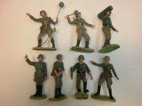 Konvolut 7 alte Elastolin Kunststoff Soldaten Wehrmacht Artilleristen zu 7.5cm