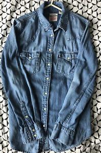 Women's levi denim shirt Size Small Tailored Fit