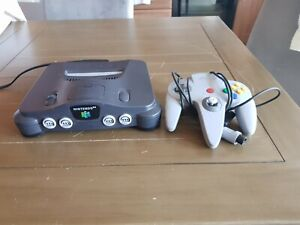 Vintage 1990's NINTENDO NUS-001 Control Deck With One Controller.