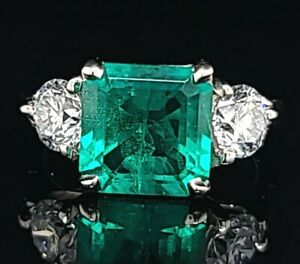 Vintage platinum engagement ring 2.68CT. green Colombia emerald