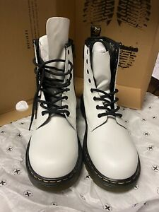 Dr. Martens Junior 1460 Leather Lace Up Boots [6M/7W] *PRE-OWNED*