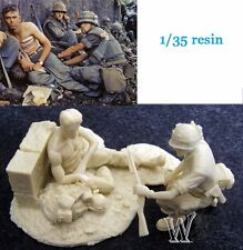 █ 1/35 Resin Wounded US Soldier Vietnam War with Base 2 Figures  TR395