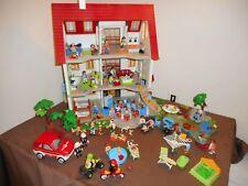 PLAYMOBIL grande maison + étage meublée + jardin + 30 bonhommes
