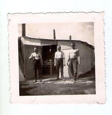orginal Foto drei Männer vor der Werkstatt 2 WK