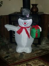 CHRISTMAS LIGHTED AIRBLOWN INFLATABLE FROSTY THE SNOWMAN FIGURE W/ GIFT BOX YARD