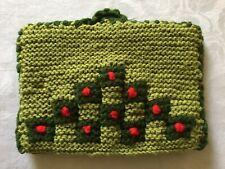 VINTAGE HAND KNITTED TEA COSY. GREEN, FELT LINED. 27 x 19cm.