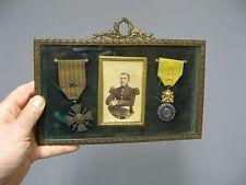 Anciens cadres avec médailles. Geurre de 14/18. Cadre. Médaille.