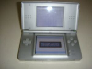 NINTENDO DS LITE SILVER METALLIC HANDHELD SYSTEM, PRE-OWNED TESTED WORKS.