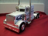 New-Ray Peterbilt Model 379  semi tractor  1/32 scale nib 2019 release white