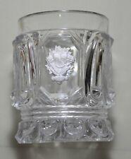 Verrerie - Gobelet cristal inclusion cristallo-cérame bouquet tenu à deux mains