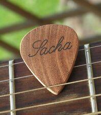 Médiator guitare personnalisé en bois, mediator gravé avec prénom en acajou