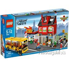 LEGO City 7641 CITY CORNER - Bus Town with 5 Minifigures - Sealed Brand NEW