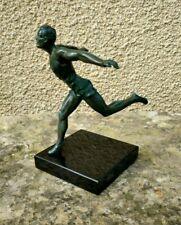 Statuette, ancien trophée 40-50 athlétisme coureur ,regule patine vert bronze
