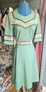 Vintage 1960's/70's Dress, Green, Floral, Tie Waist, Prairie, Size 10-12