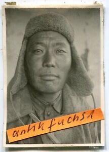 Foto-1 : gefangener Soldat aus Rußland / Mongolei in der Kalmückensteppe im 2.WK