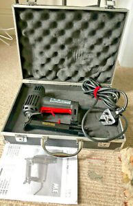 MAESTRI ME3G ELECTRIC STAPLE GUN IN CASE EXCELLENT CONDITION PROCEEDS TO CHARITY