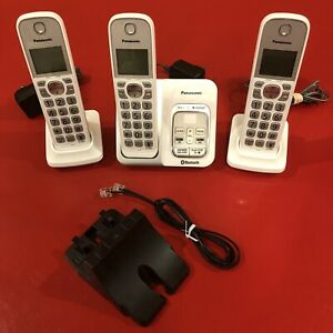 Panasonic KX-TGD560 Link2Cell Bluetooth Phone With 2 Additional KX-TGDA52 Phones