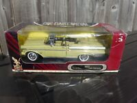 Road Signature 1:18 1957 Mercury Turnpike Cruiser V8 American Muscle Car Toy