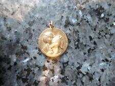 belle  medaille ronde  des amoureux de peynet en plaqué or