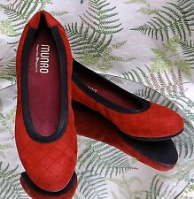 MUNRO RED FABRIC LOAFERS SLIP ONS SLIDES DRESS WORK SHOES USA WOMENS SZ 6.5 M