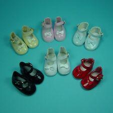 1 paire de chaussure noire 9cm convient aux poupées ancennes modernes