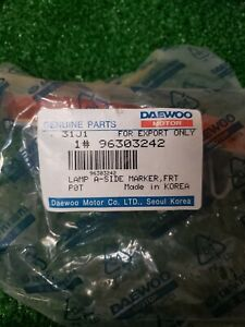 NEW DAEWOO FRONT SIDE MARKER LAMP OEM 96303242 (BARB7582 DS1369 B1)