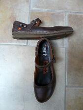 ART 42 belles chaussures de cuir, basses, excellent état, marron.