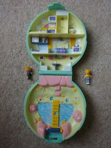 POLLY POCKET BEACH HOUSE LIGHT GREEN COMPACT CASE POLLY PONY CLUB WEE WILLIE