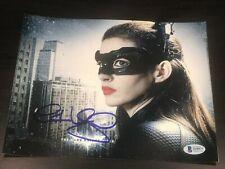 Anne Hathaway Unterzeichnet Autogramm 8x10 Foto Dark Knight Catwoman Ballen