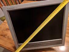Monitor LG Flatron 15 pulgadas y altavoces incorporados