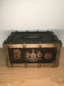 Ancien Coffre Fort Bauche Inombustible Dieu Et Mon Droit Collection ( D )