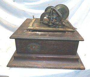 VICTOR P DISC PHONOGRAPH CASE BOTTOM AND MOTOR