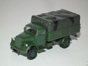 WWII GERMAN KFZ.305 OPEL BLITZ TRUCK MODEL BUILT - 1/72 SCALE