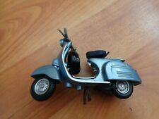 MAISTO 1/18 CLASSIC 1965 VESPA 150 SUPER BIKE MOTORBIKE MODEL SCOOTER