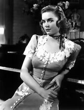 DOROTHY MCGUIRE 8x10 PICTURE GORGEOUS ACTRESS PHOTO
