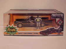 BATMAN 1966 Classic TV Series Batmobile Diecast 1/24 Jada Toys 8 inch Figurine