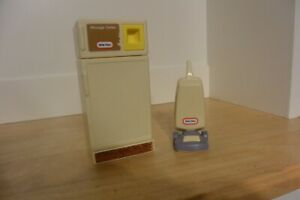 Little Tikes Dollhouse Refrigerator & Purple And White Vacuum Cleaner toy