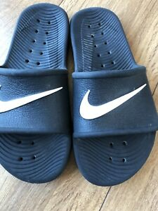 Nike Junior Slides Size UK 4 in Good Condition