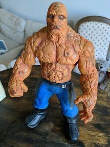 Marvel Grande Figurine La Chose Des 4 Fantastiques PARLANTE hauteur 35 cm