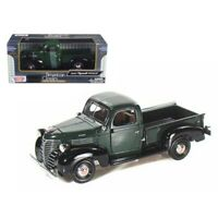 Motormax 1941 Plymouth Pickup Green 1/24 Diecast Model Car by Motormax