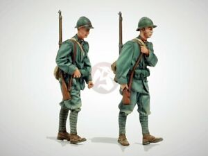 Model Victoria 1/35 Italian Infantry on March WWI w/Rifles on Back (2 Fig.) 1406