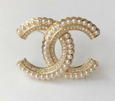 CHANEL Pearl Crystal CC Large Brooch Gold / F067